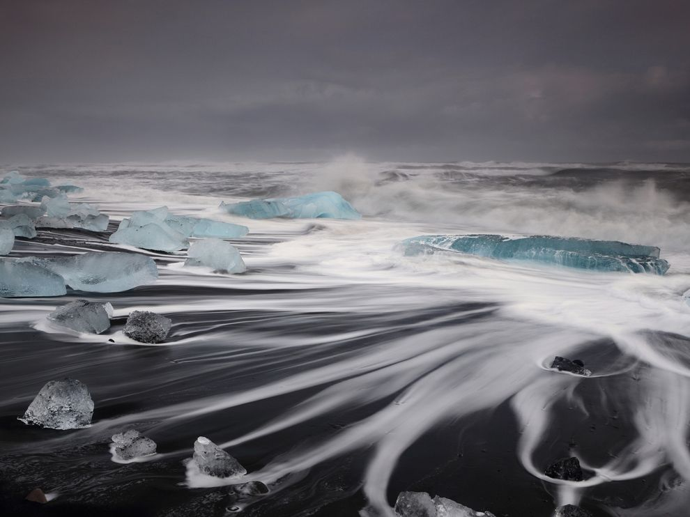 ng waves iceland