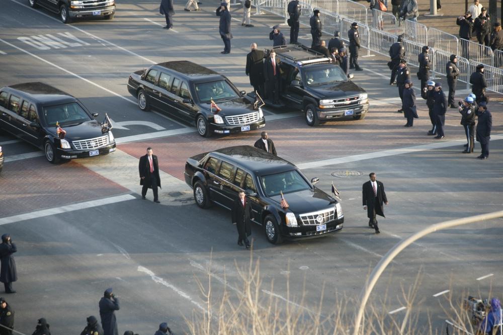 Obama limousine_in_2009_inaugural_parade