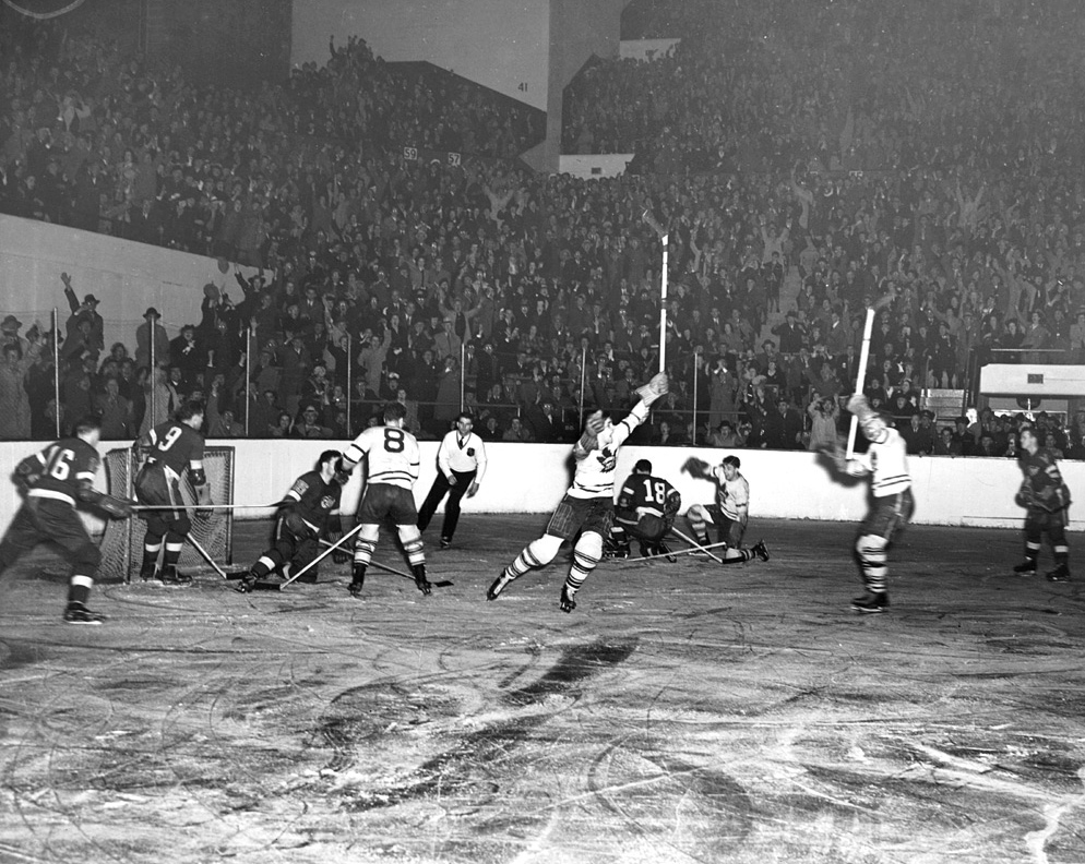 Leafs_v_Red_Wings_1942
