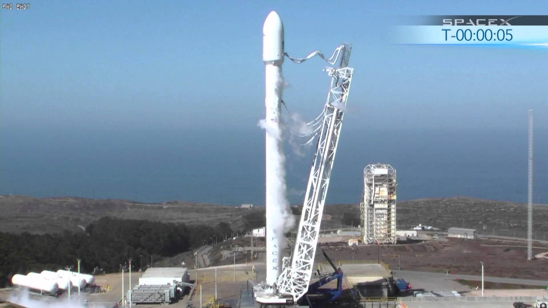 Falcon Heavy rocket hangar rises at launch pad 39A ...
