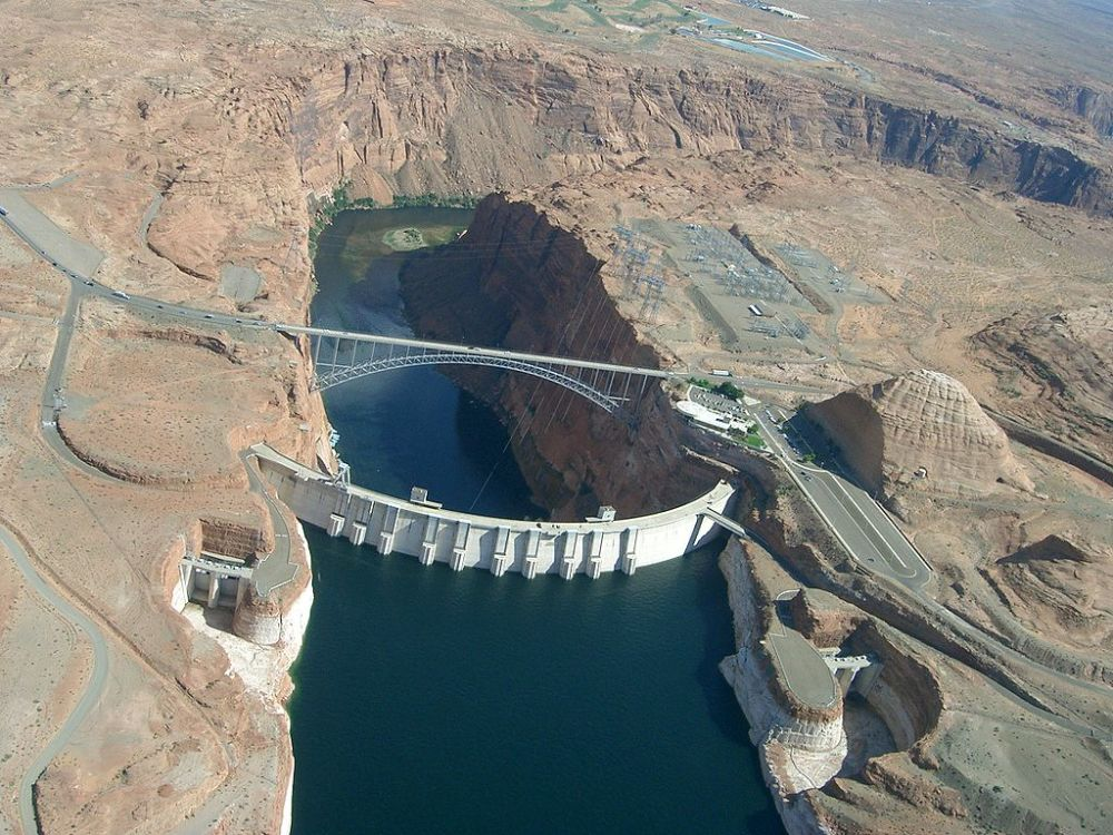 Glen_Canyon_Dam_Lake_Powell,_Arizona