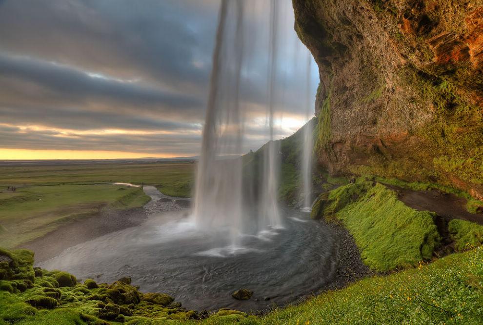 awater Seljalandsfoss Waterfall, Iceland