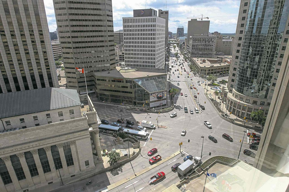 MIKE DEAL / WINNIPEG FREE PRESS files A roundabout at the iconic intersection of Portage and Main would work for vehicles and pedestrians.