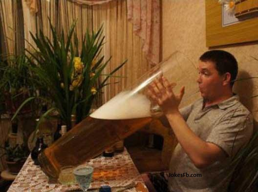 Funny-Man-Drinking-Beer in Biggest Glass of World