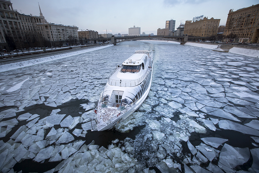 A tourist boat with restaurant aboard, especially designed for winter rivers, cruises the frozen Moskva River in Moscow, Russia, Monday, Jan. 4, 2016. Temperatures dipped to -18 C (-0,4 F) in Moscow and -20 C (-4 F) in surrounding regions. (AP Photo/Alexander Zemlianichenko)