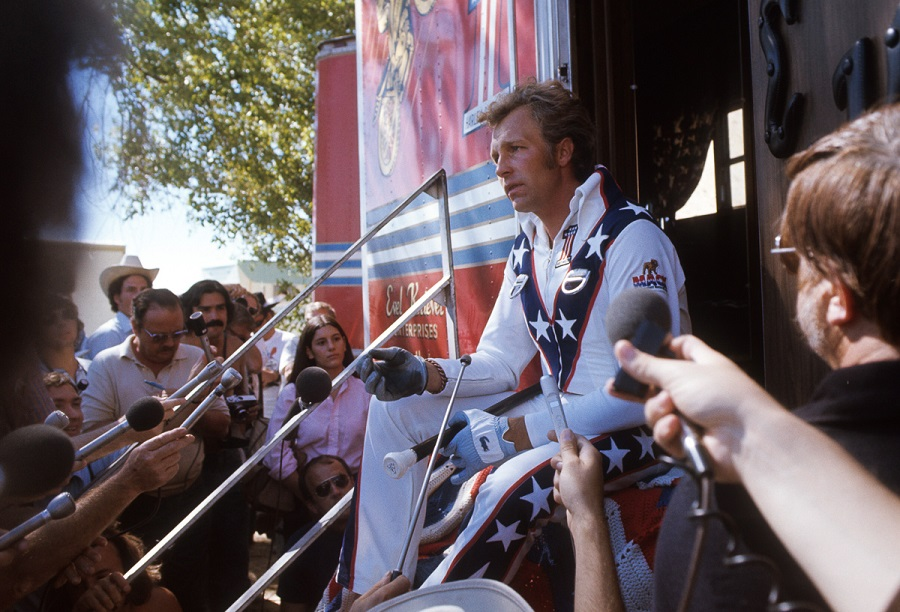 "WIDE WORLD OF SPORTS - ""Evel Knievel at Snake River Canyon"" - Airdate: September 8, 1974. (Photo by ABC Photo Archives/ABC via Getty Images) EVEL KNIEVEL SPEAKING TO REPORTERS"