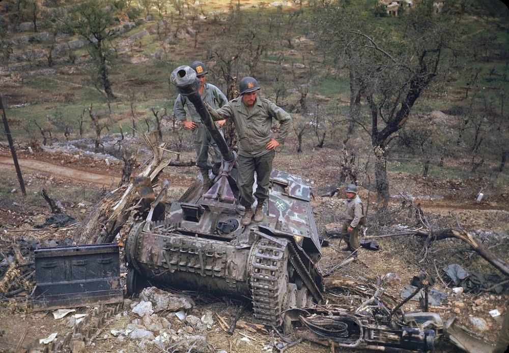 pics A group of American soldiers inspect heavily damaged and abandoned German armor, Italy, May 1944.
