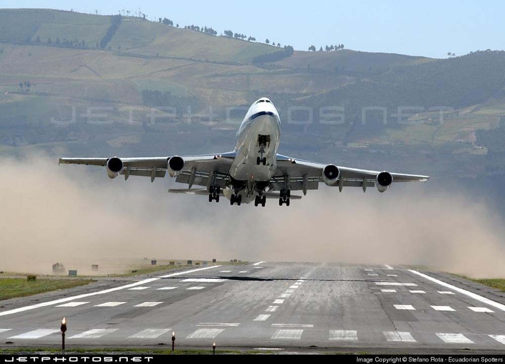 airline9 crosswinds ecuador