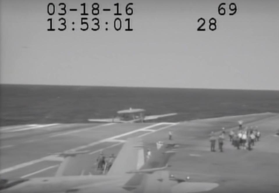 E-2C-near-crash