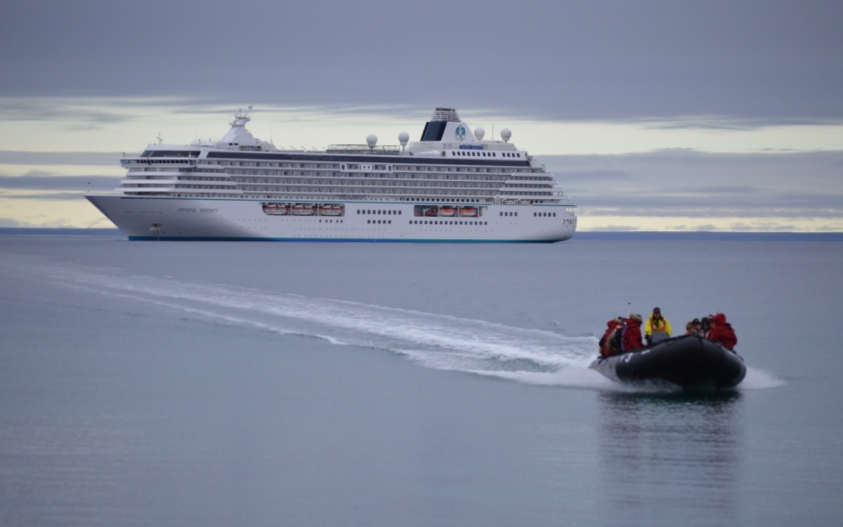 crystal-serenity-at-cambridge-bay