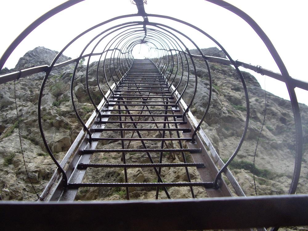 red-katskhi_pillar_ladder