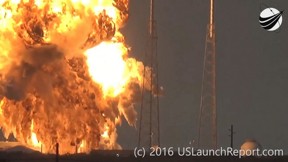 spacex-rocket-explodes-launch-pad1