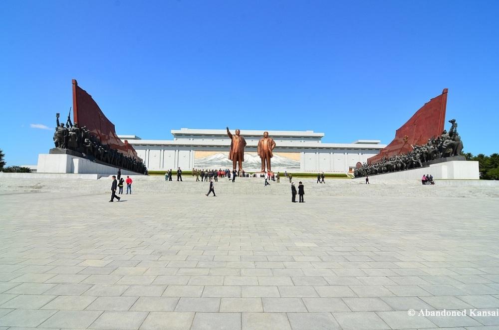 kim-mansudae-grand-monument-memorial