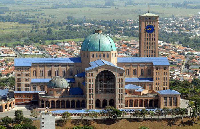basilica_of_the_national_shrine_of_our_lady_of_aparecida_2007