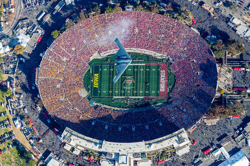 b-2-spirit-stealth-airplane-rose-bowl-flyover-1