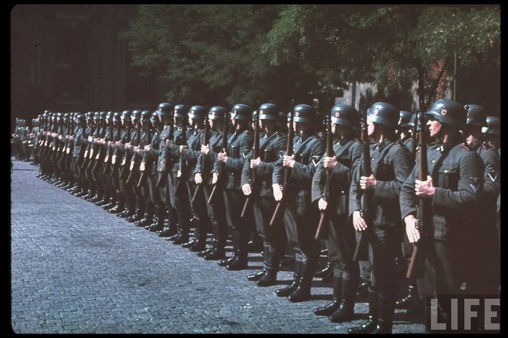 chile-waffen-ss-at-attention-in-the-siegfried-line